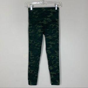 Spanx green camo seamless leggings Sz small petite